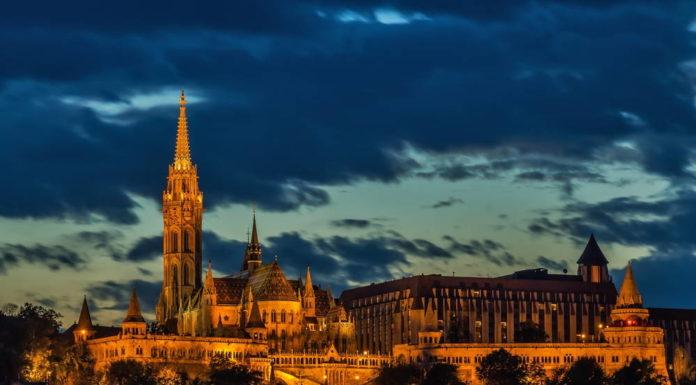 Wczasy Węgry, Wakacje na Węgrzech - Budapeszt, Hajduszoboszlo, Minaret